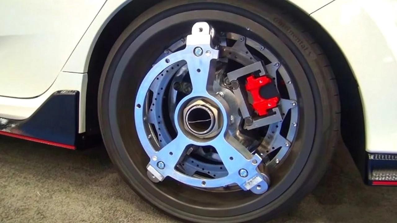 Два таких колеса добавят любому автомобилю 100 лошадиных сил