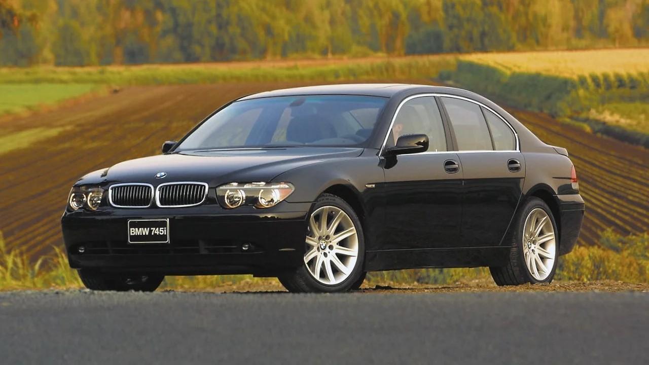 Уродливый автомобиль BMW 7-Series