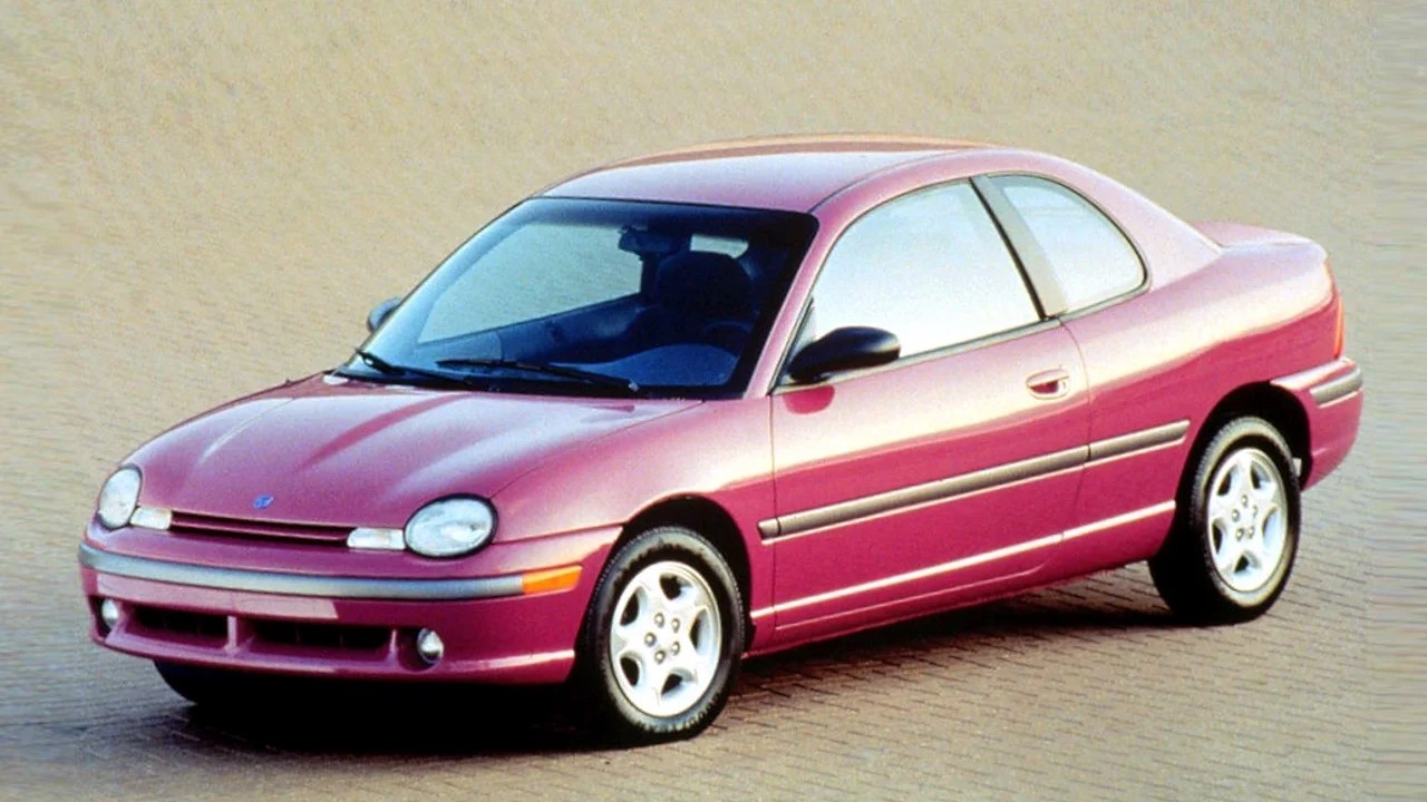 Уродливый автомобиль Dodge Neon