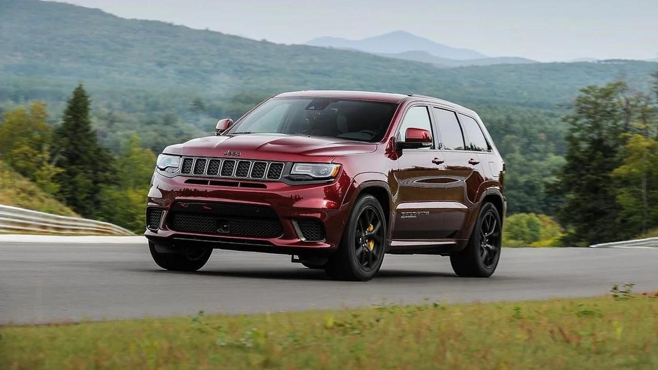 Мощный внедорожник Jeep Grand Cherokee Trackhawk