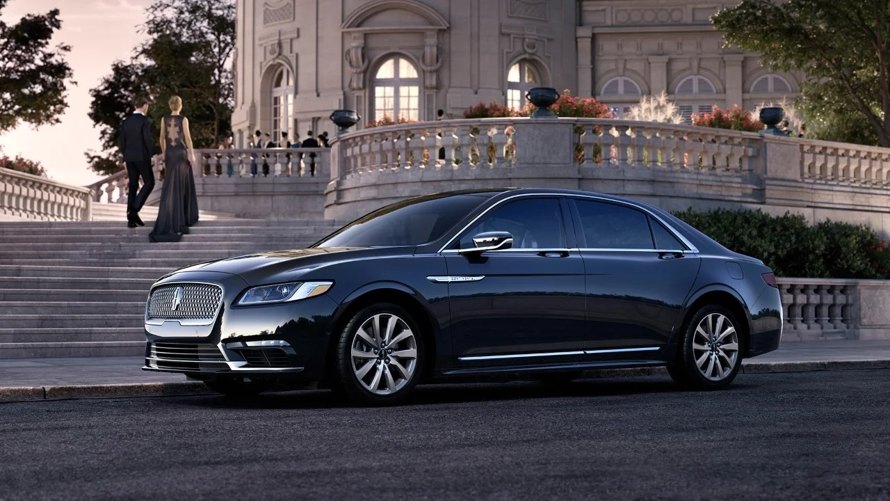 Конкуренты Audi A8, Mercedes-Benz S-Class и BMW 7-Series