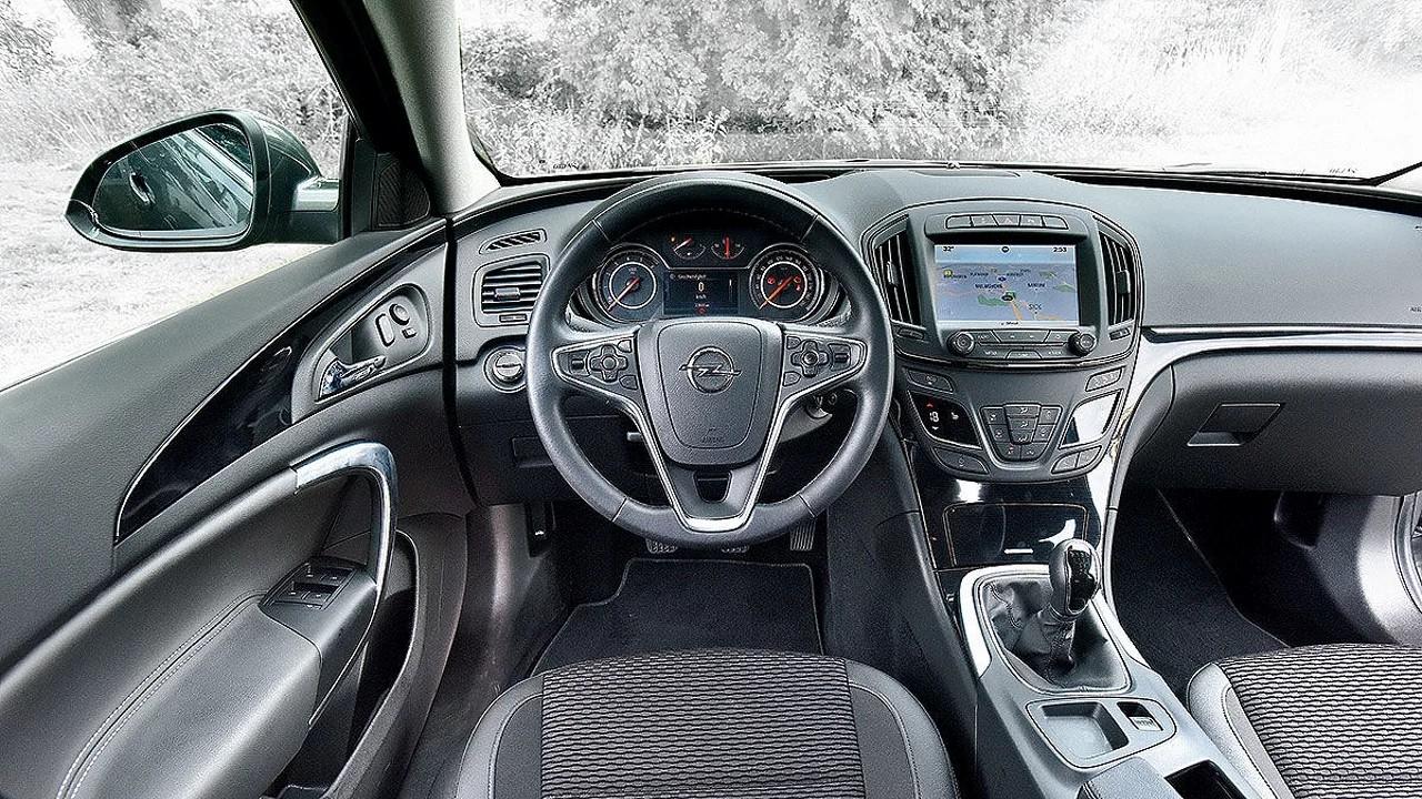 Немцы сравнили новую Lada Vesta SW с подержанным Opel Insignia ST
