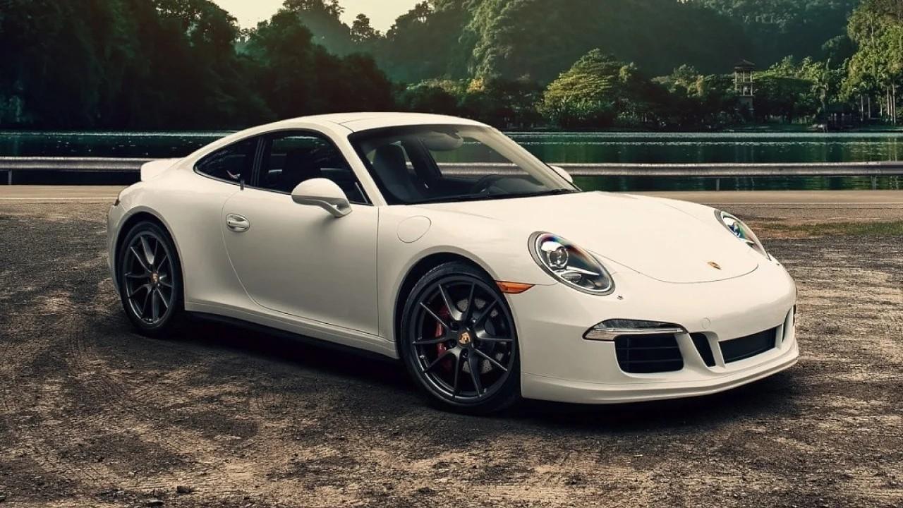 Новый Porsche 911 с ретро дизайном