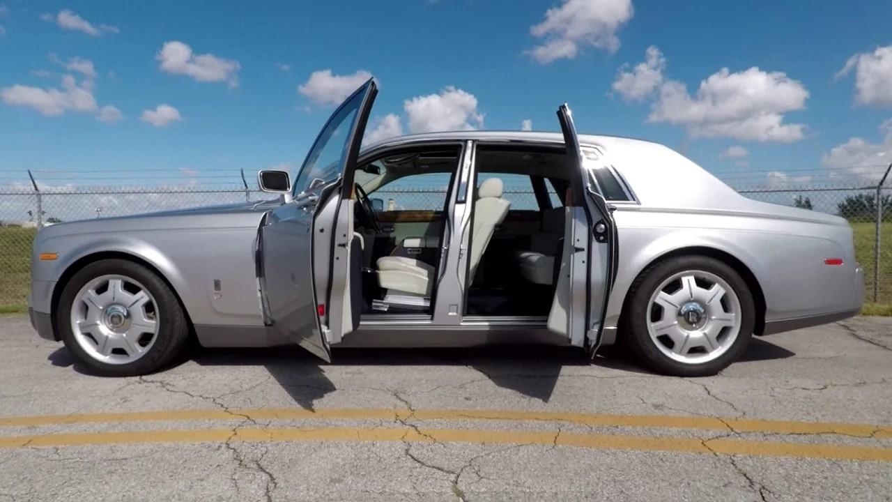 Автомобиль Rolls-Royce Phantom с заднепетельными дверями