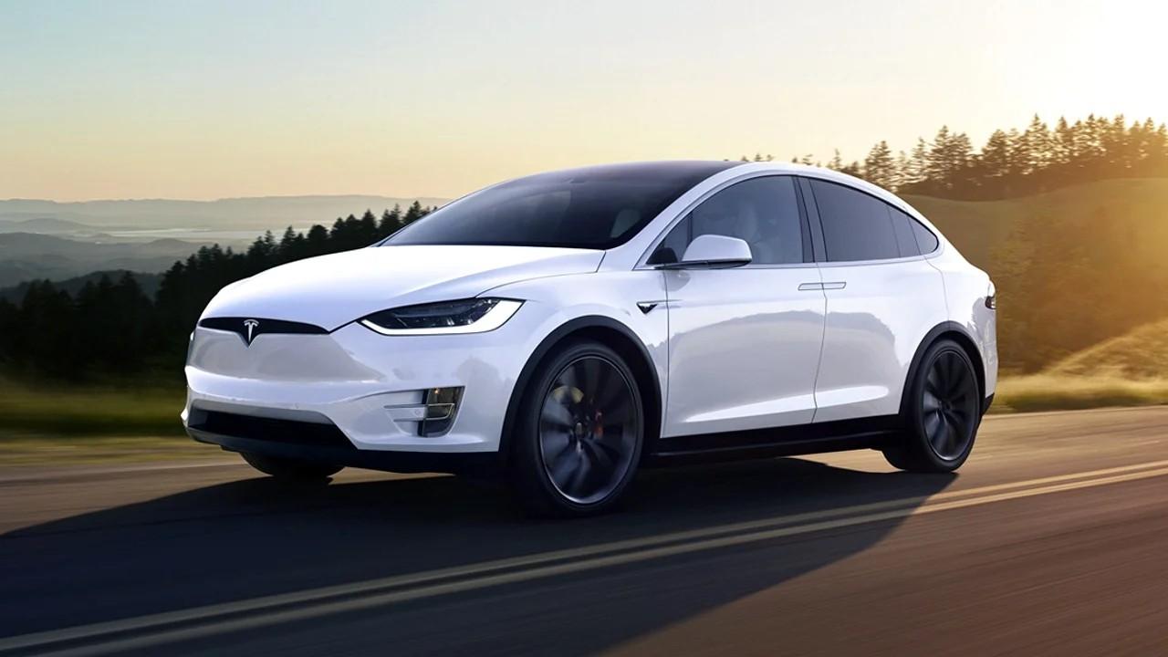Ненадёжный внедорожник Tesla Model X