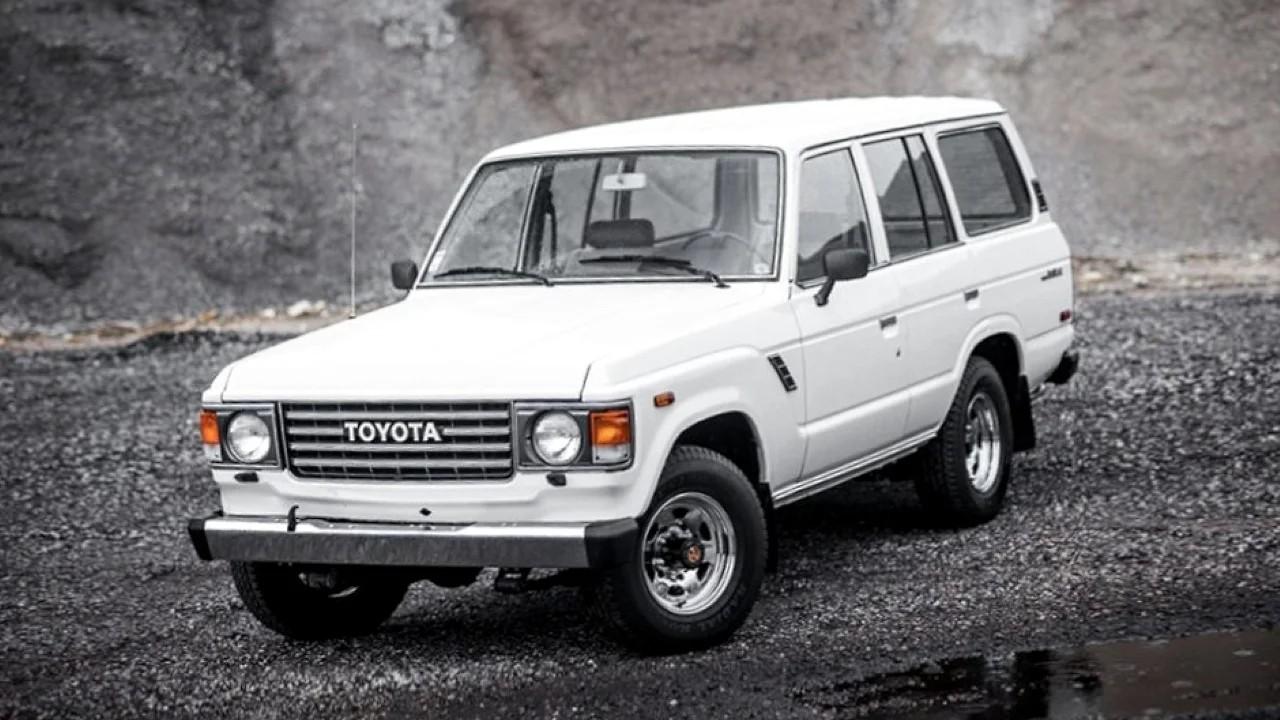 Легендарный внедорожник Toyota Land Cruiser FJ60