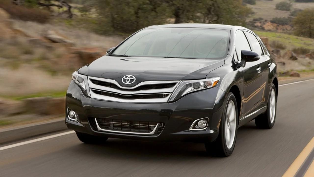Надёжный среднеразмерный  внедорожник Toyota Venza