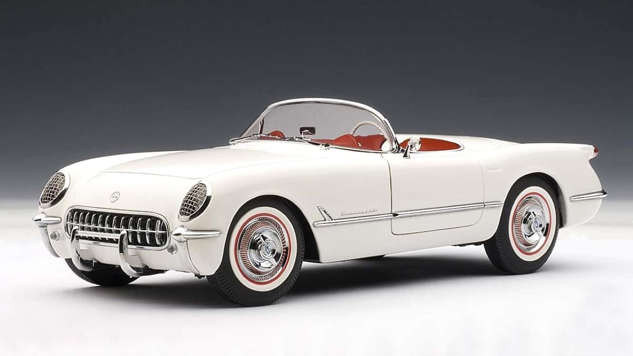 Первый в мире автомобиль с кузовом из стекловолокна Chevrolet Corvette