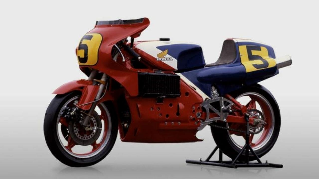Мотоцикл Honda NR500 с двигателем с овальными поршнями