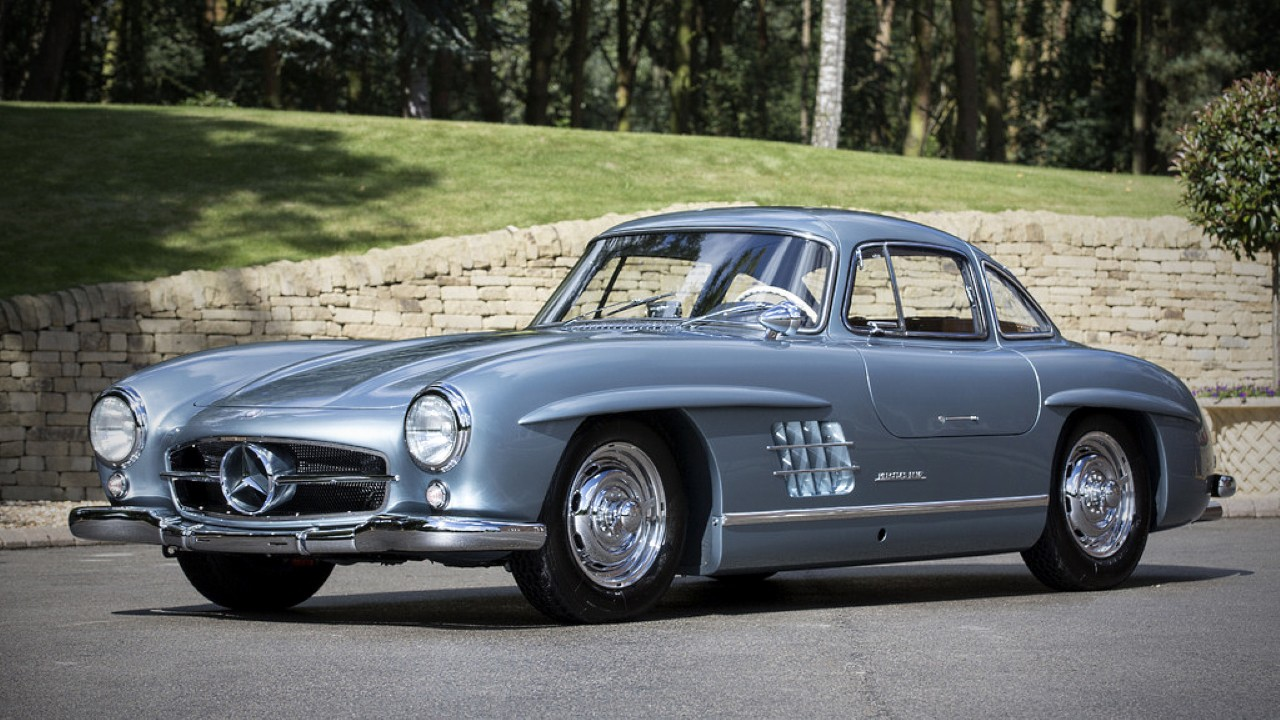 Первый в мире серийный автомобиль с системой непосредственного впрыска топлива Mercedes-Benz 300SL
