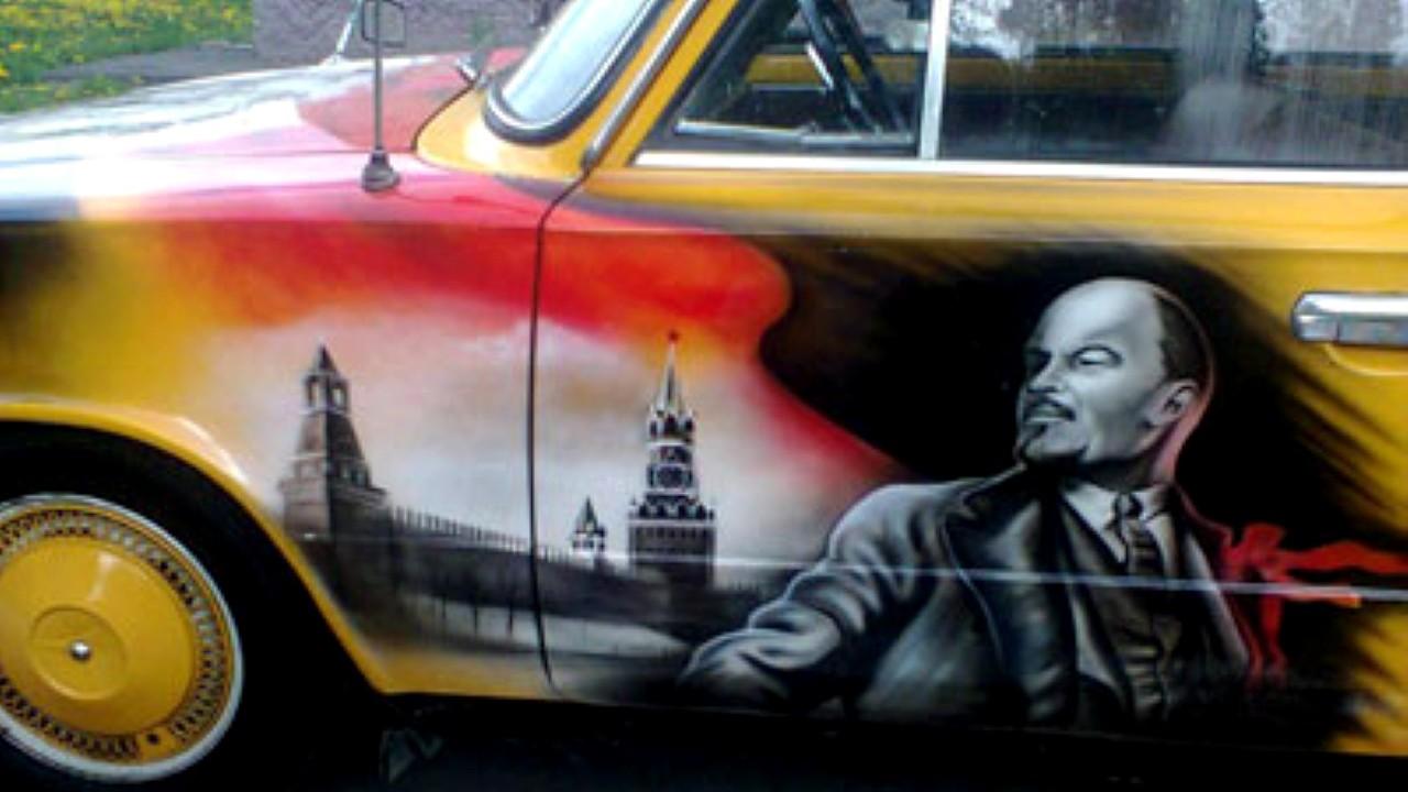 Владимир Ленин. Рисунок на автомобиле