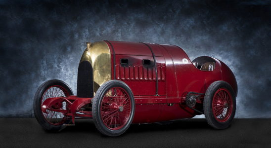 15 автомобилей с очень большими по объёму двигателями