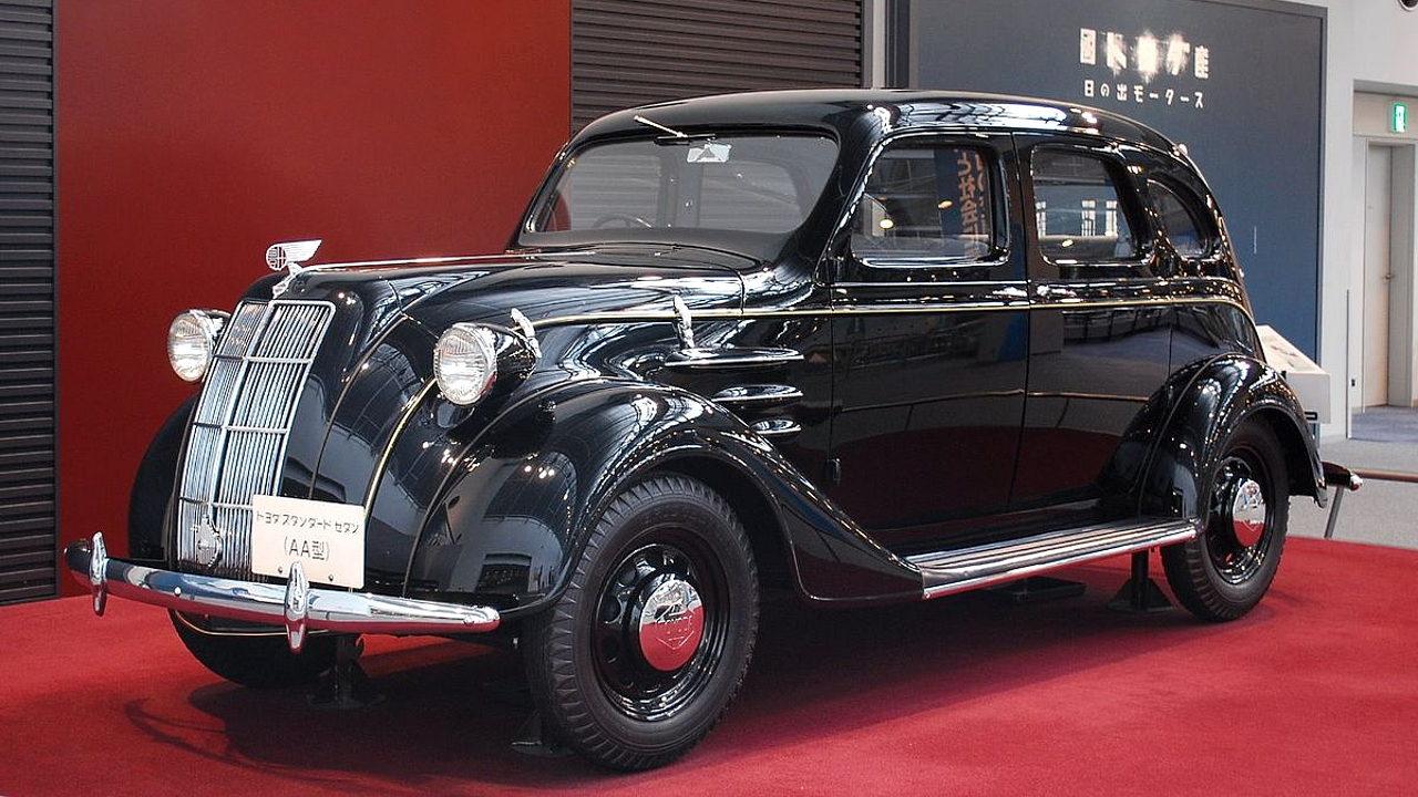 Первый автомобиль Toyota