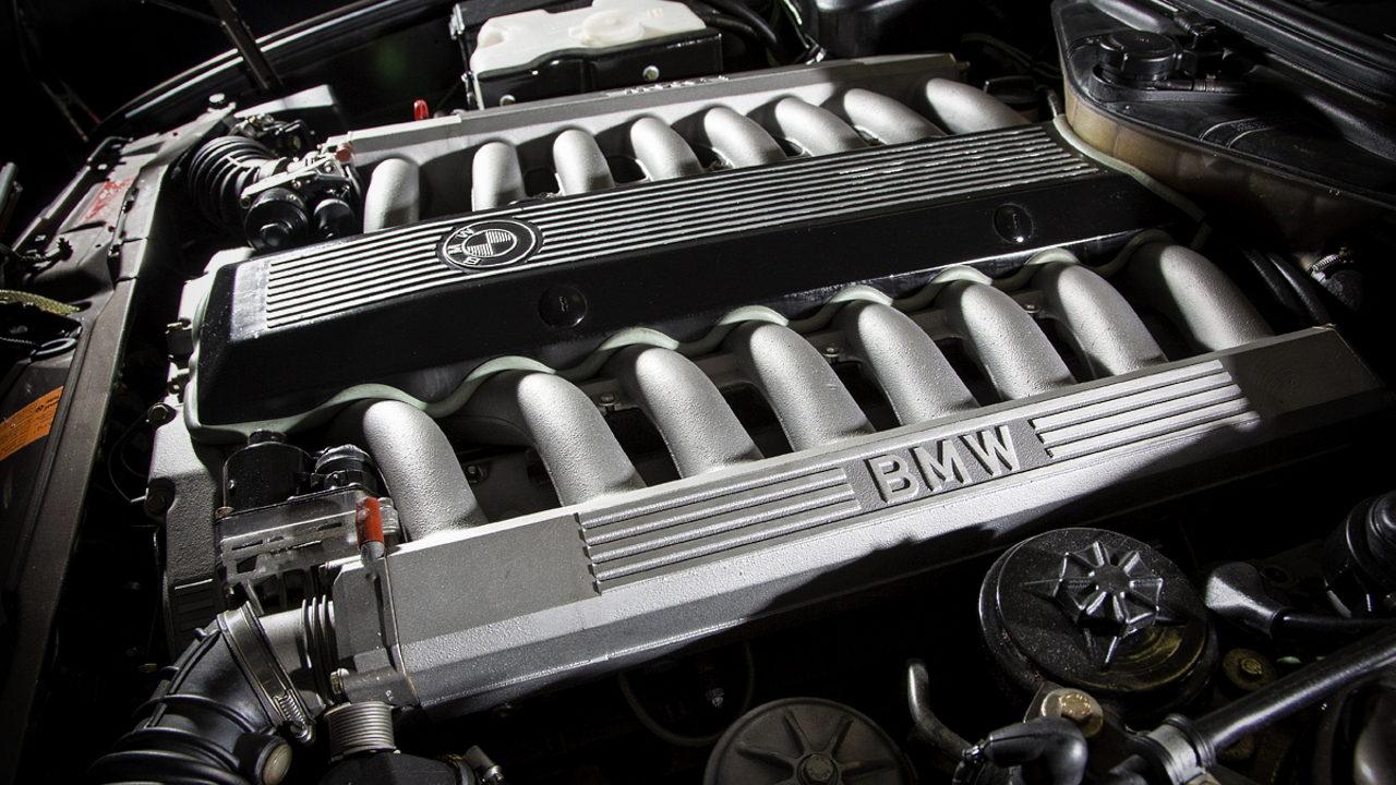 Двигатель V16