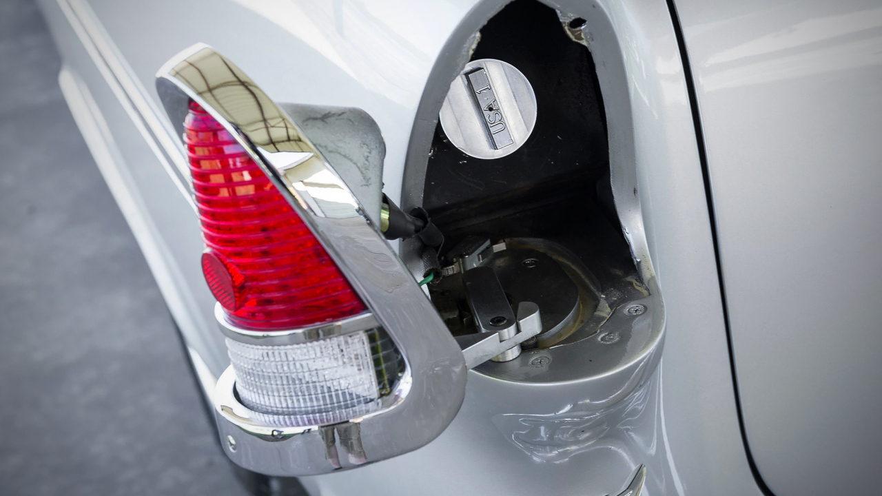 Необычная заливная горловина топливного бака автомобиля Chevrolet Bel Air