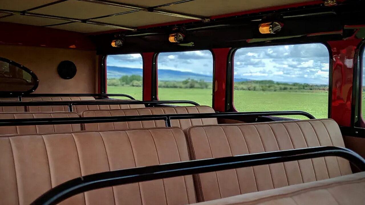Старый автобус Kenworth, который стоит как два новых автомобиля McLaren