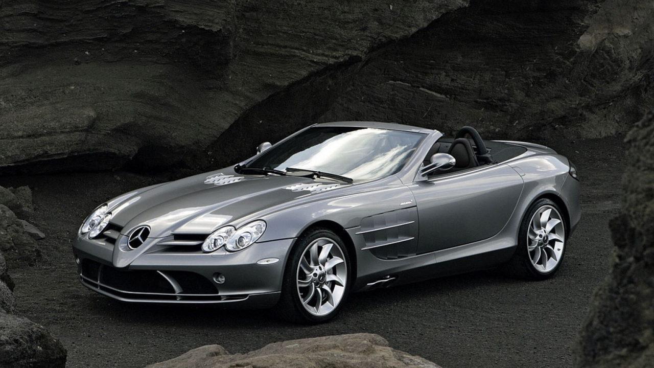 Автомобиль Mercedes-Benz SLR McLaren разработанный совместно инженерами Mercedes-Benz и McLaren