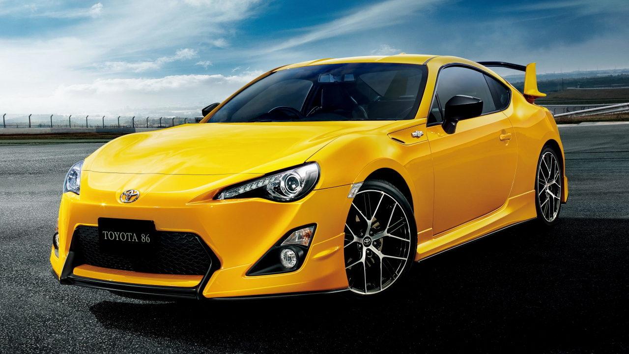 Автомобиль Toyota GT86 разработанный совместно инженерами Toyota и Subaru