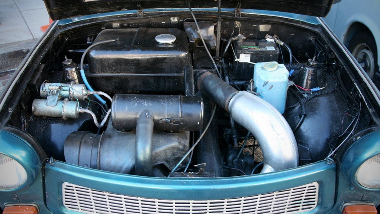 Необычная заливная горловина топливного бака автомобиля Trabant 601