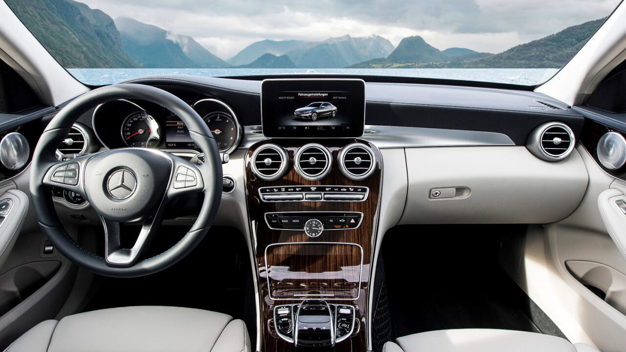 Интерьер Mercedes-Benz C-Class (W205)