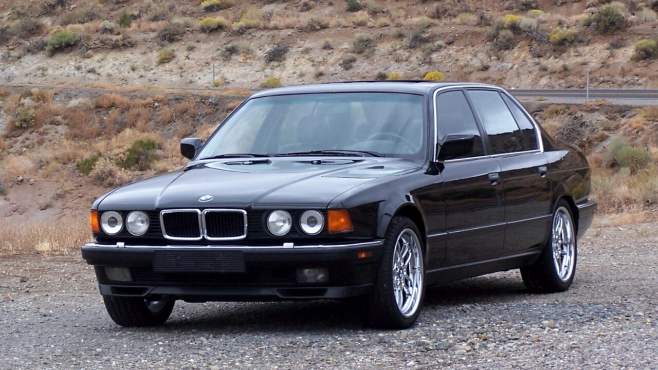 BMW 7-Series (E32) - первый автомобиль с ксеноновыми фарами