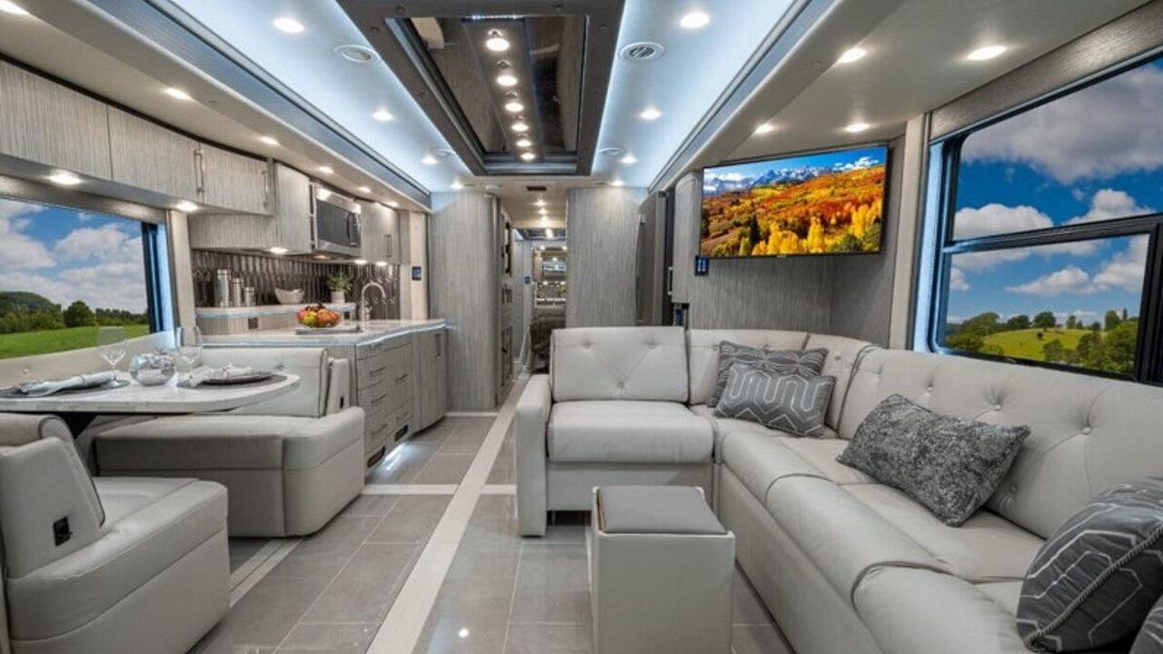 Что внутри дома на колёсах стоимостью  млн.
