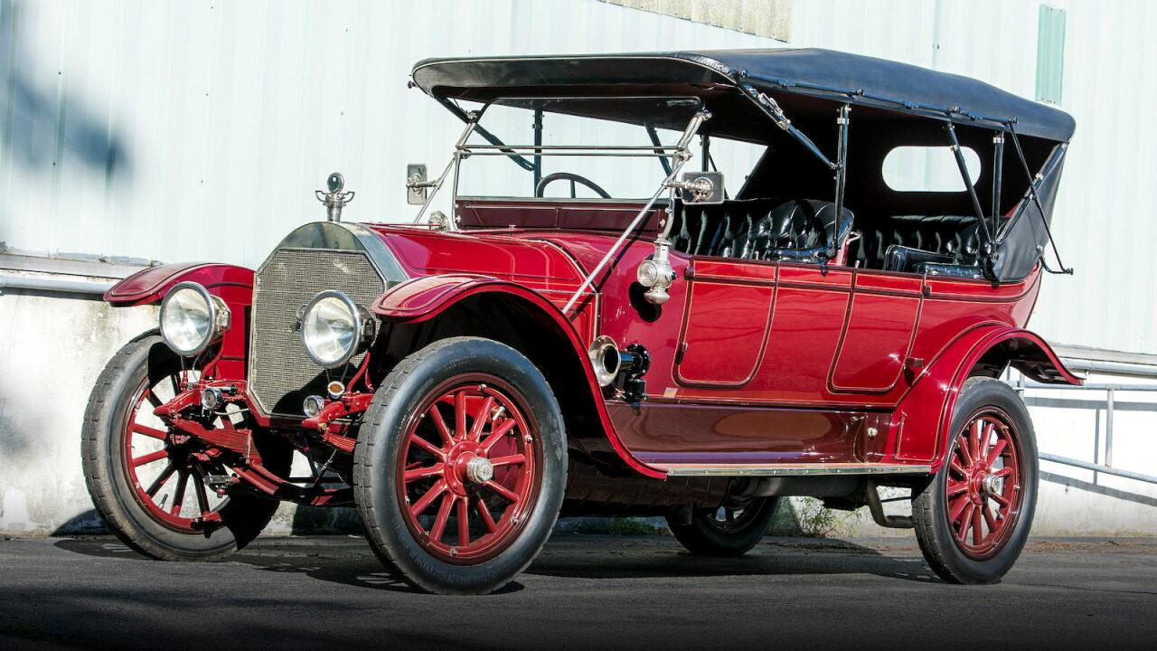Автомобиль с самым большим по объёму двигателем