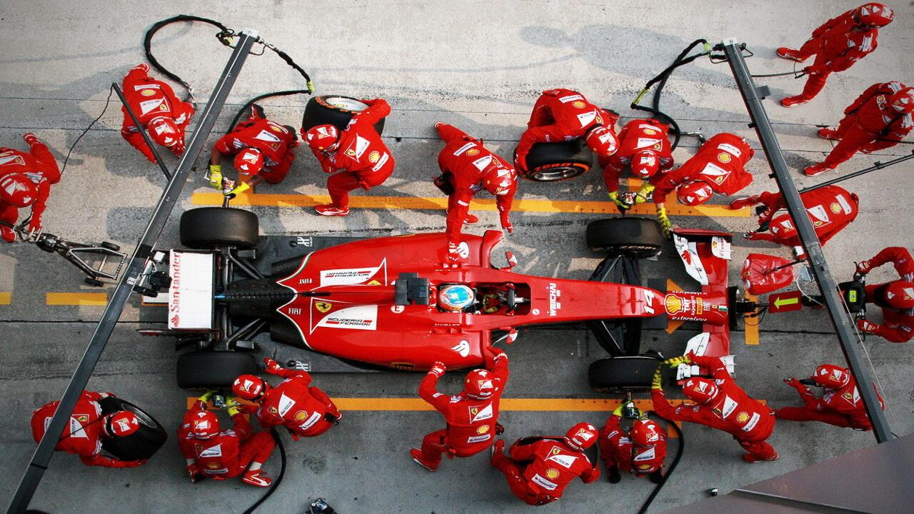 Замена колёс болида Формулы-1