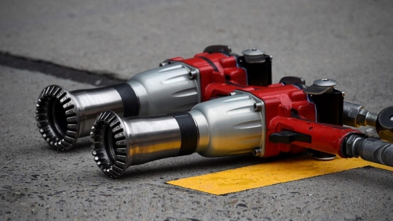 Пневматический гайковерт для откручивания колёсных гаек колёс болидов Формулы-1