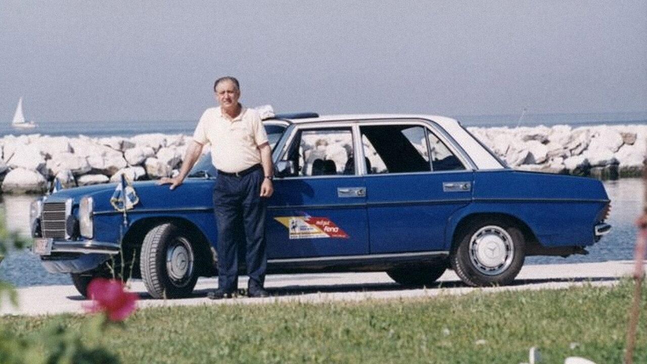 Грегориос Сакинидис и его автомобиль Mercedes-Benz 240D с пробегом 4,6 млн. км.