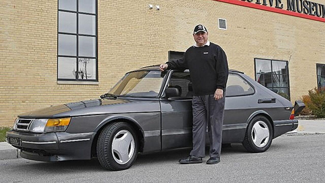 Питер Гилберт и его автомобиль SAAB 900 SPG с пробегом 1,6 млн. км.