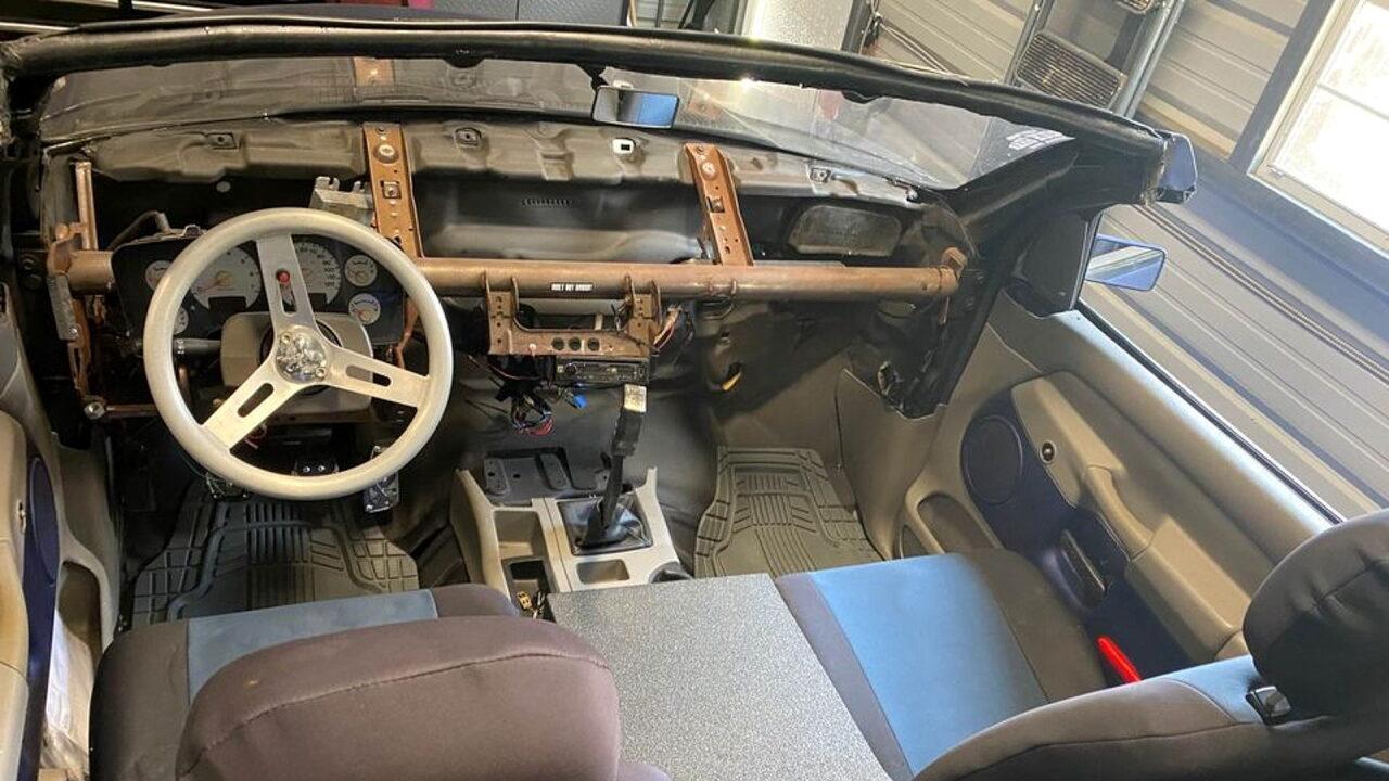 Американец сделал кабриолет из пикапа Dodge RAM-1500