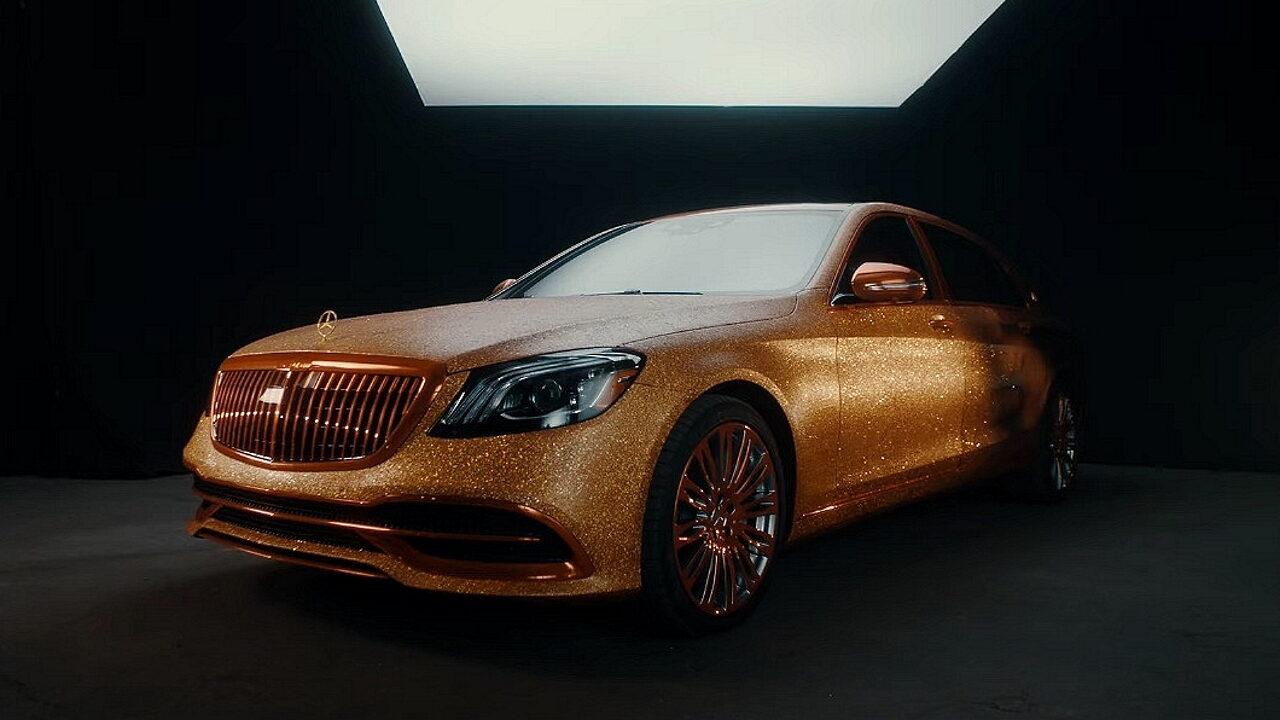 Для нового фильма о Золушке создали золотой Mercedes-Benz Maybach