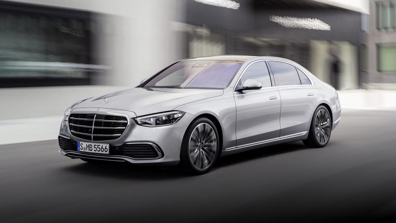Автомобили Mercedes-Benz будут предупреждать водителей о выбоинах на дороге