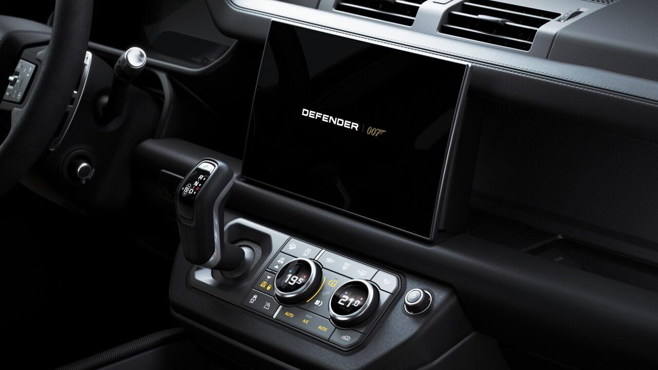 У Land Rover Defender появится специальная версия для поклонников Джеймса Бонда