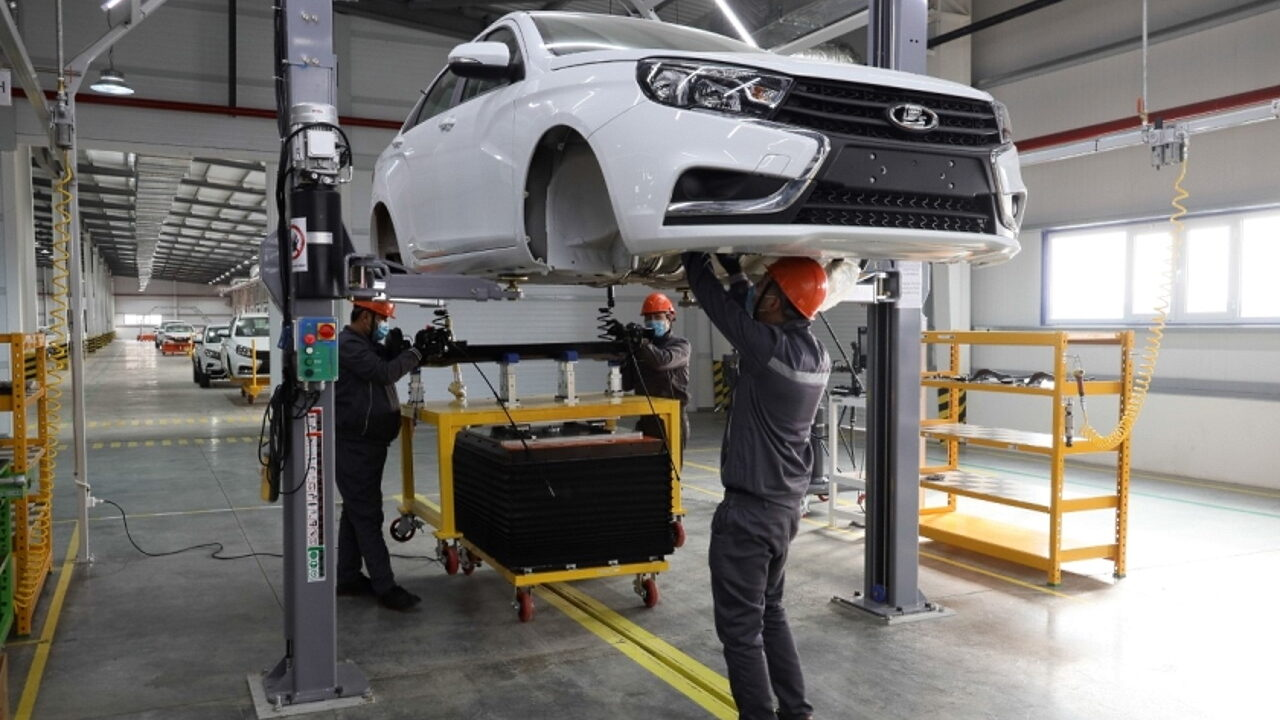 Автомобили Lada начали собирать в Узбекистане