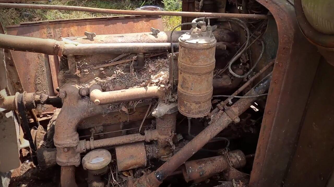 Американцу удалось запустить двигатель 80 лет простоявшего в лесу грузовика GMC