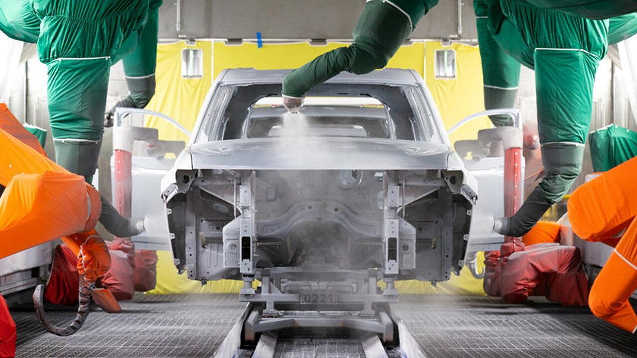 Жители Детройта пожаловались на исходящий от завода Jeep невыносимый запах