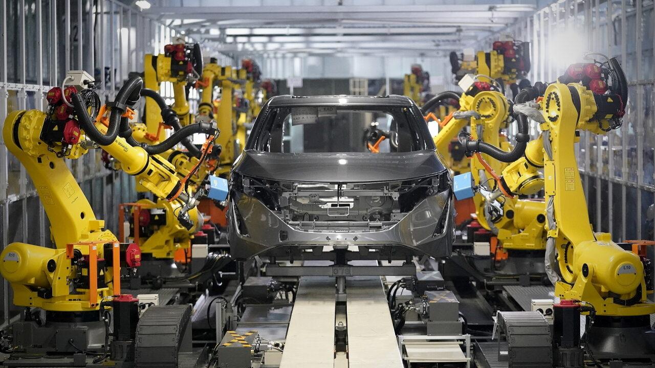 Автомобили Nissan будут собирать преимущественно роботы