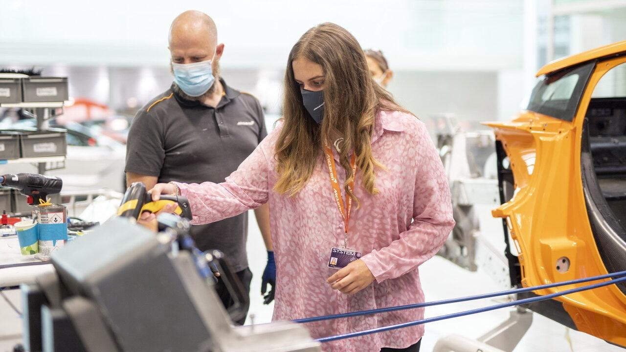 17-летняя девушка на один день стала главой McLaren