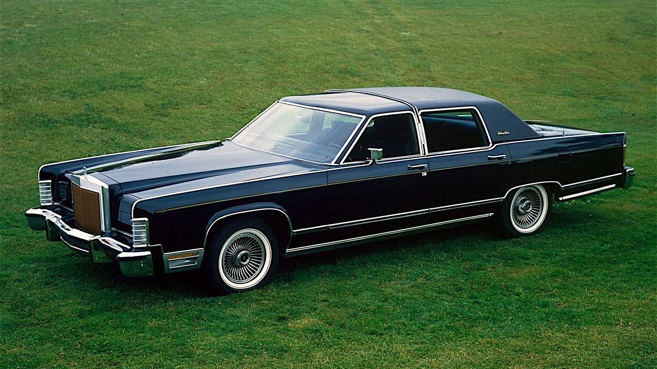 Первый в мире автомобиль оснащённый стеклоочистителем с прерывателем Lincoln Continental