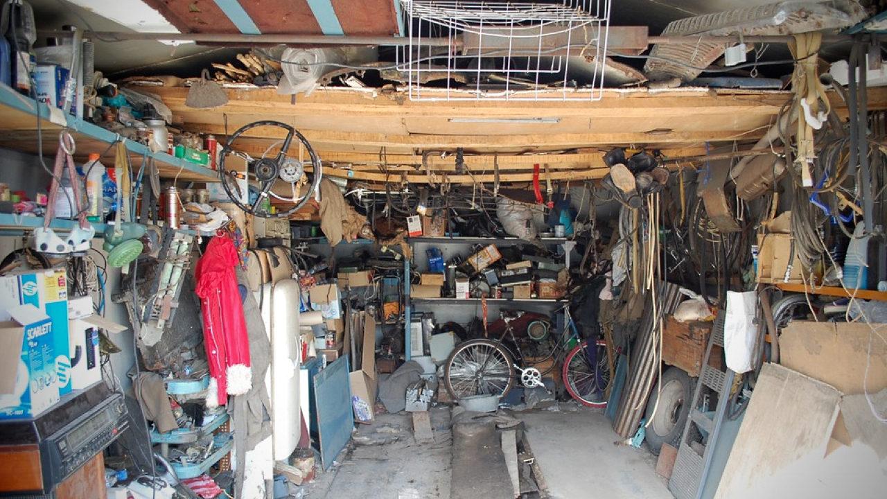 Захламлённый гараж